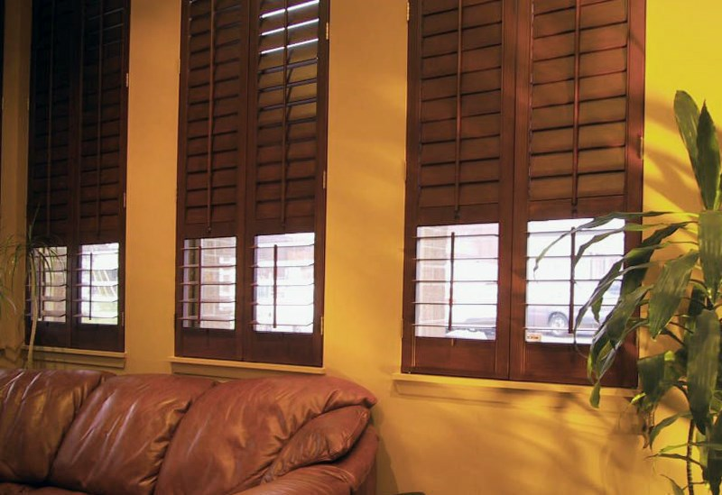 Blinds.ca: Wood Plantation Shutter
